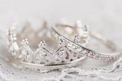 Серебряные обручальные кольца кроны Стоковое Изображение RF