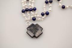 Серебряные драгоценности с красочными драгоценными камнями Стоковые Изображения RF