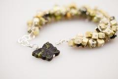Серебряные драгоценности с красочными драгоценными камнями Стоковое Изображение