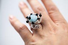 Серебряные драгоценности с красочными драгоценными камнями Стоковые Фотографии RF