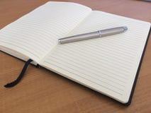 Серебряные ручка и примечания 04 Стоковые Фото