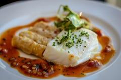 Серебряные треска, макарон омара и piquillo sauce Стоковое Изображение RF