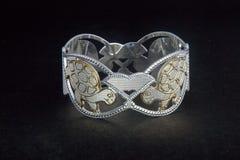 серебряные bangles и Gents Kade & x28; Диапазон руки & x29; Стоковые Изображения RF