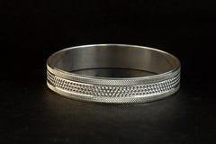 серебряные bangles и Gents Kade & x28; Диапазон руки & x29; Стоковые Фото