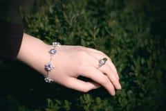 Серебряный браслет Стоковая Фотография