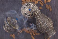 Серебряный восточный художнический дух Oud аравийца стоковое изображение rf