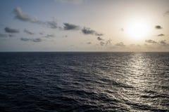 Серебряный восход солнца на море Стоковая Фотография RF