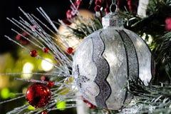Серебряный и ясный орнамент рождества Стоковые Изображения