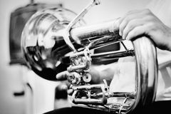 Серебряный красивый тромбон аппаратуры стоковая фотография
