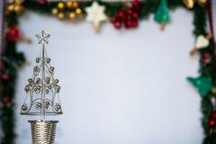 Серебряный орнамент рождественской елки Стоковые Фото