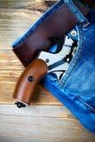 Серебряный револьвер nagant с коричневой ручкой в карманн Стоковое фото RF
