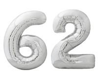 Серебряный 62 шестьдесят два сделал из раздувного изолированного воздушного шара на белизне Стоковое Изображение