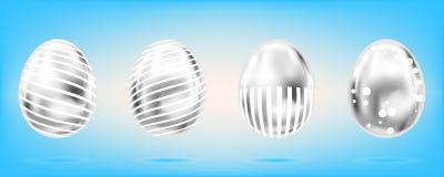 4 серебряных яйца на небесно-голубой предпосылке Изолированные объекты для пасхи Точки и нашивки богато украшенные иллюстрация штока