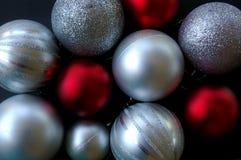 серебр красного цвета рождества baubles Стоковое Изображение RF