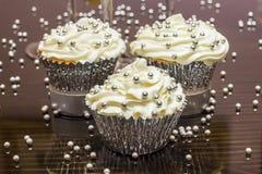 серебр пирожнй декоративный брызгает белизну Стоковое Фото