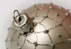 серебр рождества шарика стоковая фотография