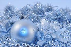 серебр сини шарика 2 предпосылок Стоковое фото RF