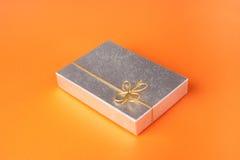 серебр тесемки золота подарка коробки Стоковое Изображение