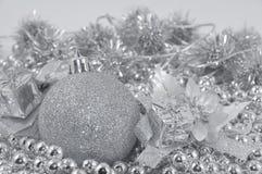 серебр шарика предпосылки Стоковая Фотография RF