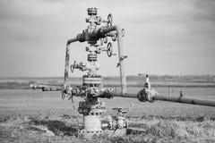 Середина газопровода поля Извлечение газа от хранения, влияния серой шкалы стоковые изображения