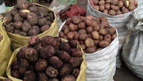 Серии картошек в мешках на рынке акции видеоматериалы