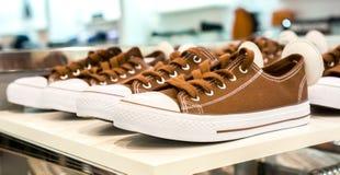 Серии красочных ботинок тапки на продаже Стоковые Изображения RF