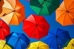 Серии красочных зонтиков в небе Стоковые Изображения RF