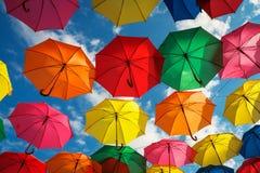 Серии красочных зонтиков в небе Стоковая Фотография RF