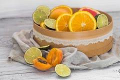 Серии свежих фруктов, отрезка на деревянной предпосылке, питье, здоровой еде Стоковое фото RF