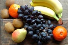 Серии сочного плодоовощ на деревянной поверхности Стоковое фото RF