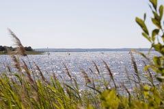 Серии windsurfers в озере Франции Стоковое Фото