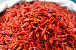 Серия высушенного chili на дисплее в ближневосточном продовольственном рынке Стоковые Фото