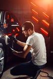 Серия детальных автомобилей: Полировать автомобиль Стоковые Фотографии RF