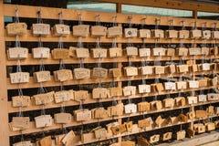 Серия деревянных желая металлических пластинк на токио святыни Ueno Стоковое фото RF