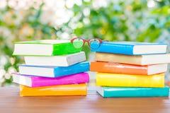 Серия красочных книг и стекел чтения Стоковое Изображение RF
