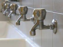 серия много выстукивает в ванной комнате Стоковое Фото