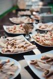 серия очень вкусных закусок в ресторане на свадьбе Стоковое Изображение