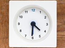 Серия последовательности времени на простых белых сетноых-аналогов часах Стоковые Фото