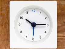 Серия последовательности времени на простых белых сетноых-аналогов часах Стоковая Фотография RF