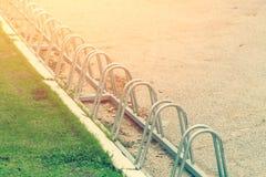 Серия строки автостоянки велосипеда Космос парка велосипеда Стоковое Изображение