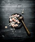 серия чеснока еды предпосылки Свежий чеснок с пестиком Стоковое Изображение