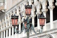 Серия Bella Италии. Lamppost. Венеция. Стоковые Фотографии RF