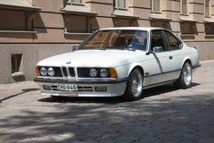 Серия E24 BMW 6 автомобилей спорт в улице городка Стоковое Изображение