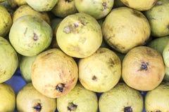 Серия guava (guayaba) в рынке в Перу Стоковое Изображение RF