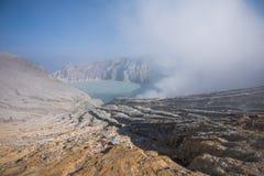 Серное озеро vulcano Kawah Ijen в East Java, Индонезии Стоковая Фотография
