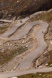Серпентины на hmalayan пути от Manali к Leh, Индии Стоковое Изображение
