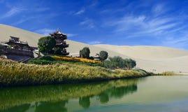Серповидная весна в Dunhuang, Китай Стоковые Фотографии RF