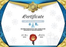 Сертификат рождества Голубая эмблема границы и снежинки золота Стоковое Изображение