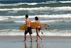 серферы пляжа Стоковое Изображение RF