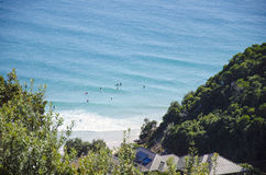 Серферы Longboard на заливе Австралии Байрона Стоковые Фотографии RF